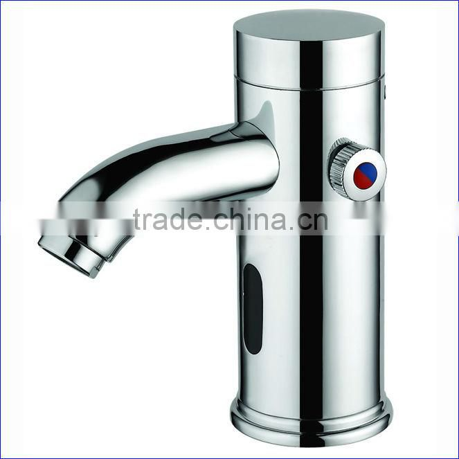 Luxury Brass Automatic Kitchen Faucet, Hot & Cold Water Mixer, Chrome Finishing and Deck Mounted