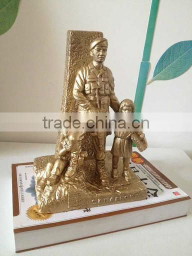 Cast iron soldier sculpture crafts with brass color finished for home decorative