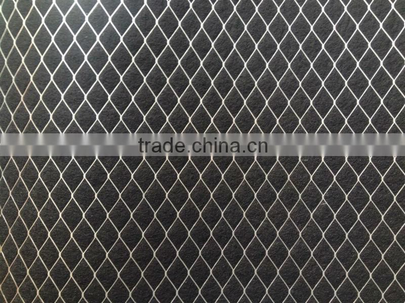 Odor control activated carbon media with wire mesh