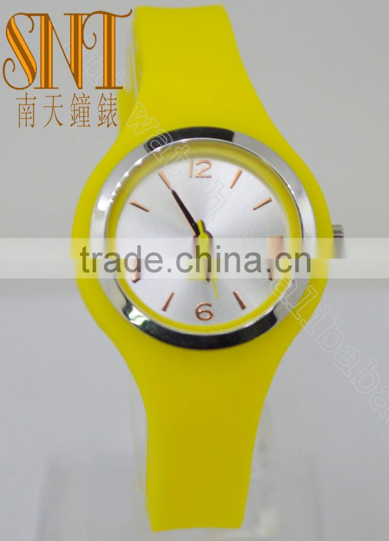 New fashion silicone watch analog watch on sale