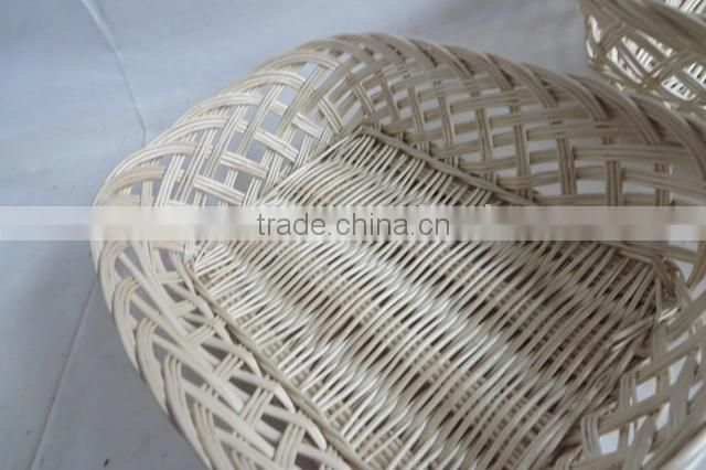 Natural wicker heated bread basket