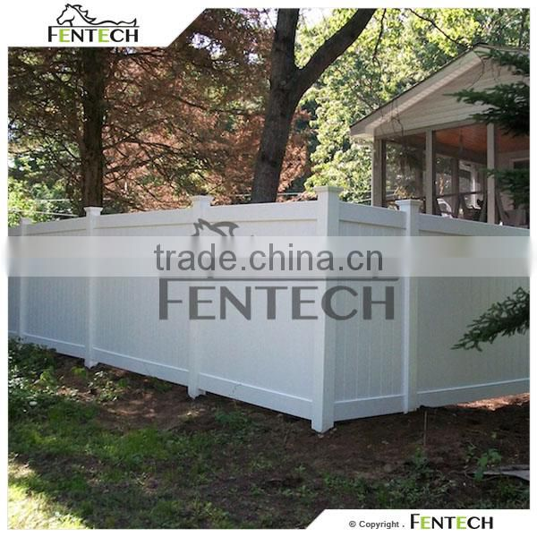 Fentech White Flat-Top Decorative Full Privacy Vinyl Fence with Gothic Fence Post Caps