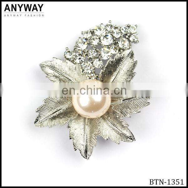 Fashionable silver color rhinestone and peral button China supplier