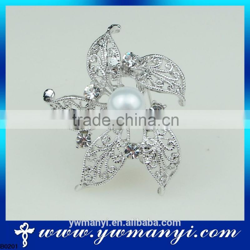 China Wholesale Brooch Vintage Look Silver Plated Clear Rhinestone Crystal Diamante Bow Bridal Bouquet Brooch with Pearl B0201