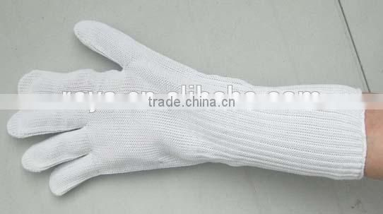 Wire cut resistant gloves