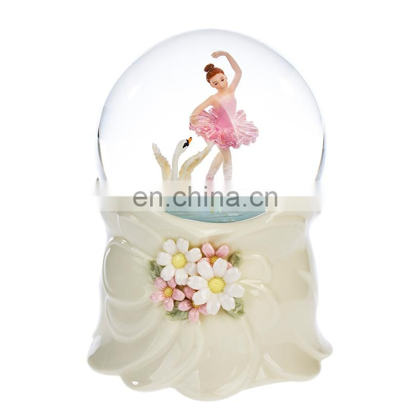 Ballet girl of the snow globe for gift