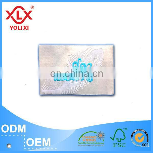 Laser cutting woven label for fashion garment