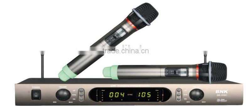 Pro Audio Equipment UHF Wireless Microphone System