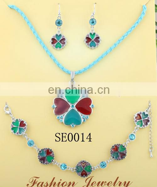 wholesale fashion jewelry distributors crystal fish pendant necklaces for women