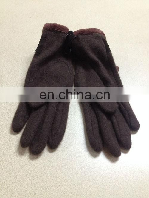 Lady's fashion gloves with lace