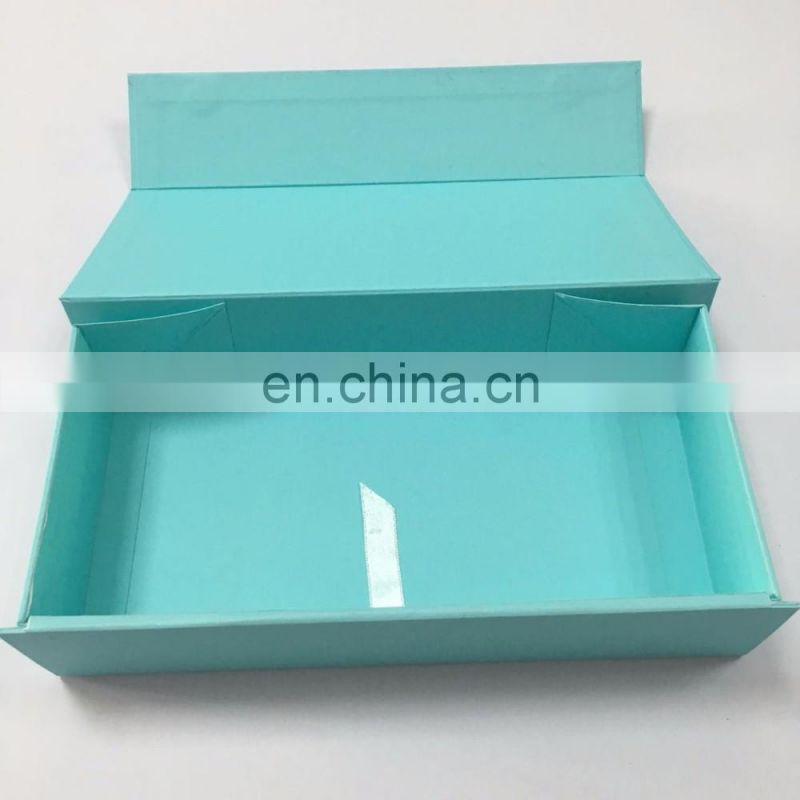 luxury cardboard box folding gift with green ribbon with magnet close