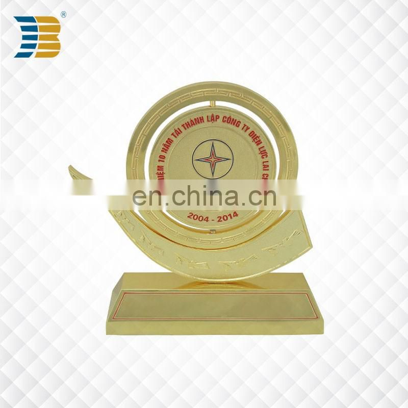 High quality custom design 24k gold plating Vietnam metal trophy cup