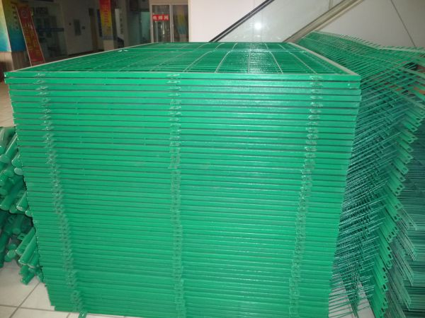 Wire Fence Fabric Triangle Curved Wire Mesh Fence 48 Inch Wire Fence Image