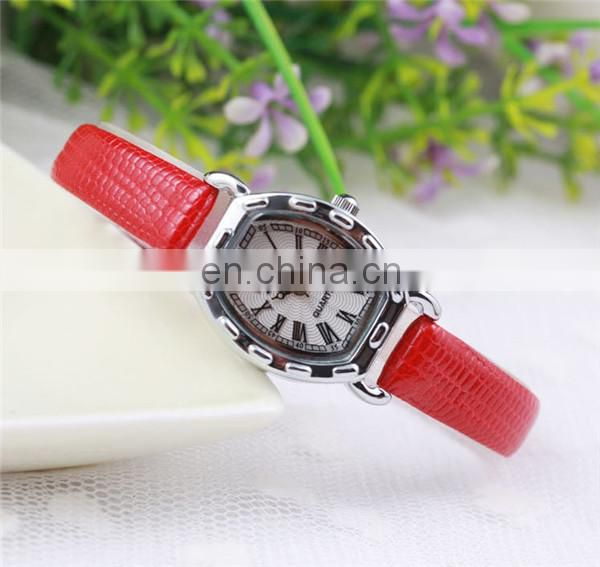 2014 Yiwu Supplier Seductive Lady Wrist Leather Watches Wholesale