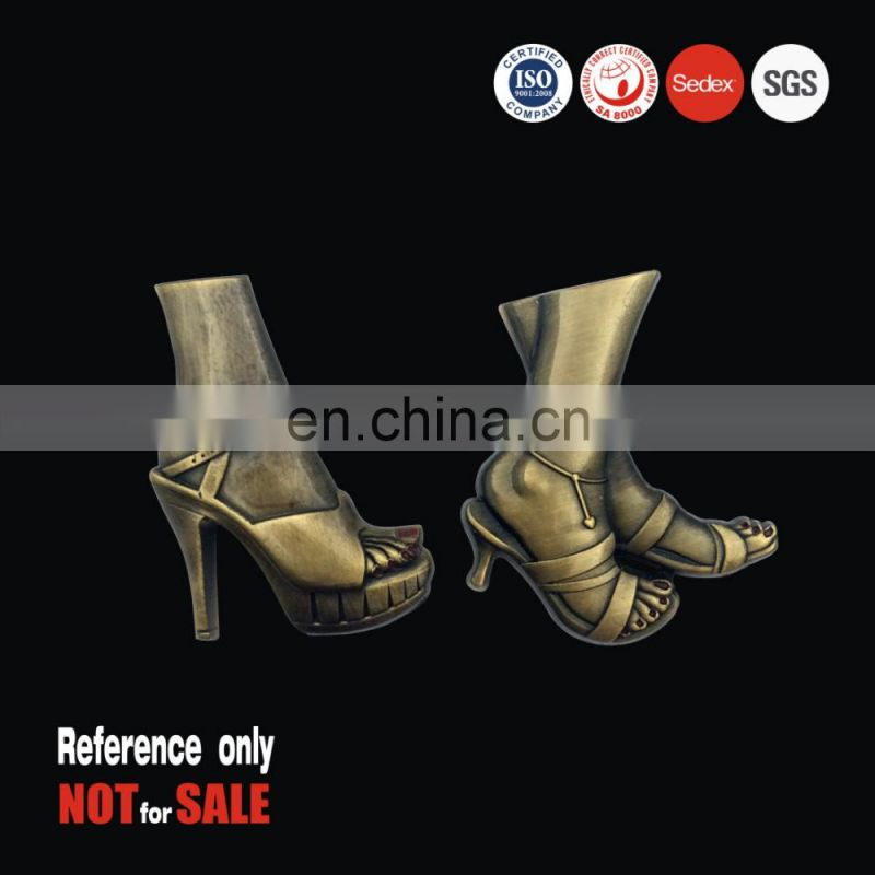 Promotional gift OEM friendly high heel 3D metal zinc alloy casting lapel pin badge in antique brass plated