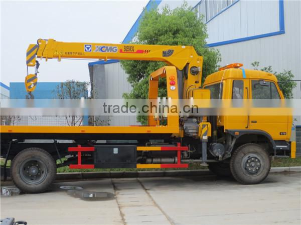 Dongfeng 4*2 Medium Duty Wreckers with 5 ton crane for sale