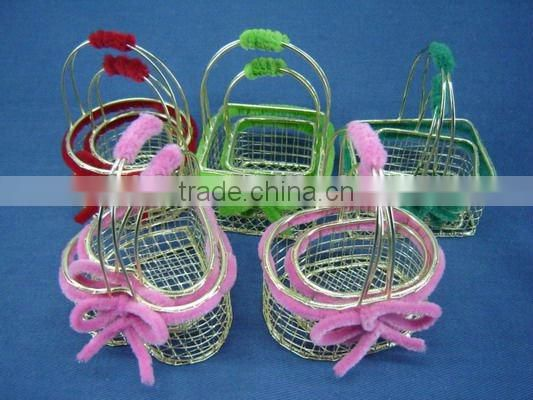 Small wire Art&Collectible decorative with wool rope basket with fixed handle