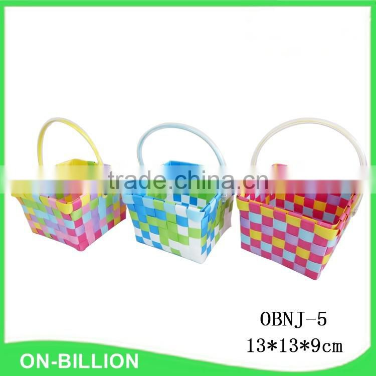 Cheap colored handle handmade plastic gift basket