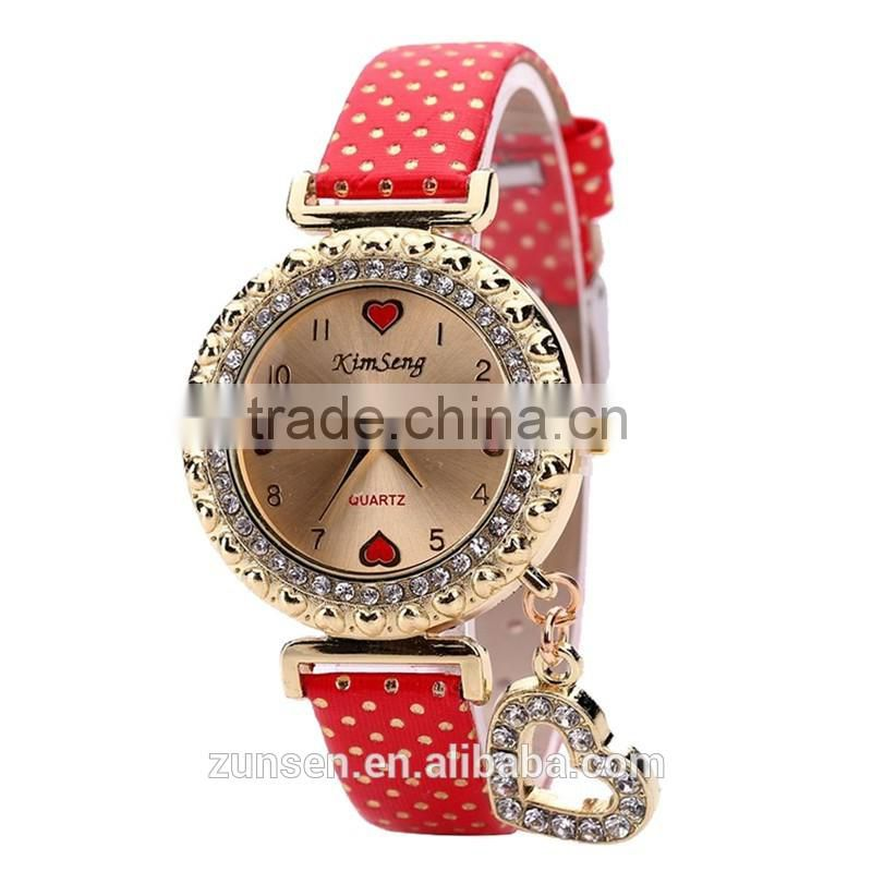 Hot Fashion 2016 New Style Crystal Diamond Love Heart Pendant Leather Strap Women Quartz Wristwatch