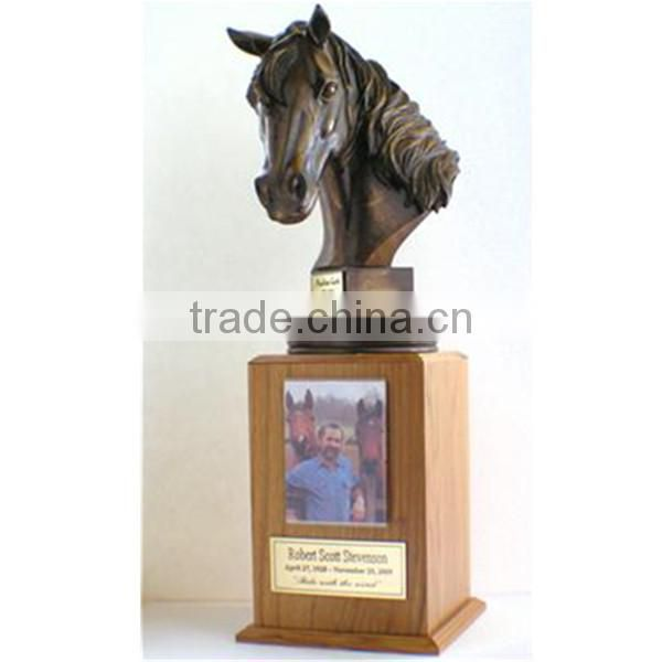 2015 Best selling Resin Horse shape bone ash wooden urn Decorative