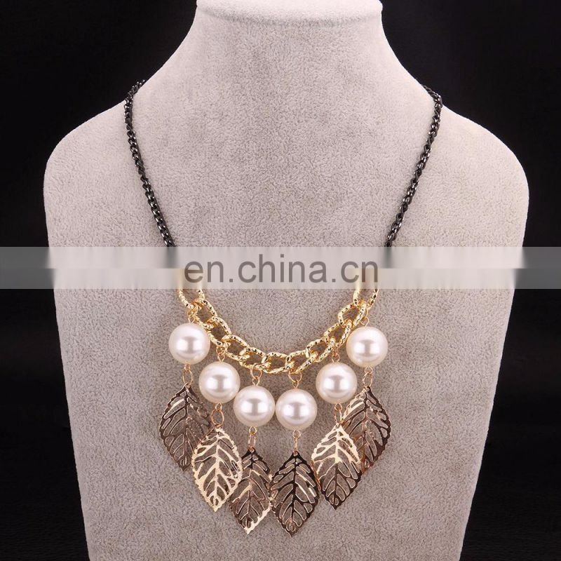 Figaro Gold Leaves Pearl Pendant Necklace with Wholesale Price