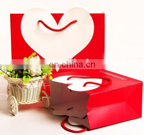 2015 heart shape pattern roll handle paper packing bag for valentine's day