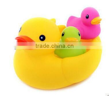 customized cute soft plastic baby bath duck, soft pvc water spray duck bath toys,squeezable plastic toy bath toys