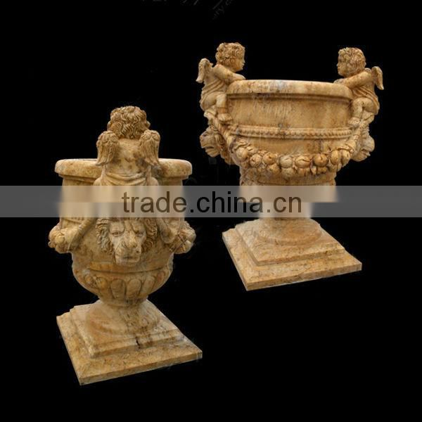 Vivid lion stone for carving