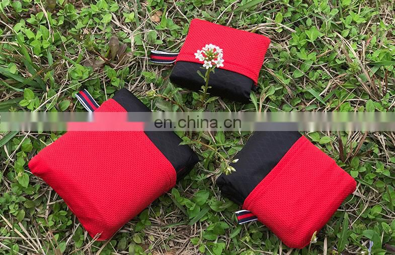 Lightweight outdoor picnic waterproof sandproof pocket mat with pouch