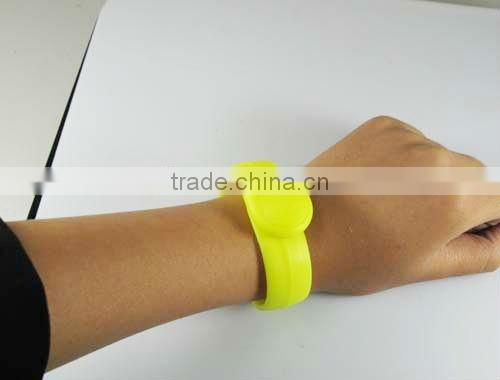 Waterproof RFID Customized Silicone Wristbands,13.56Mhz Ultralight RFID Silicon Wristbands with Low Price