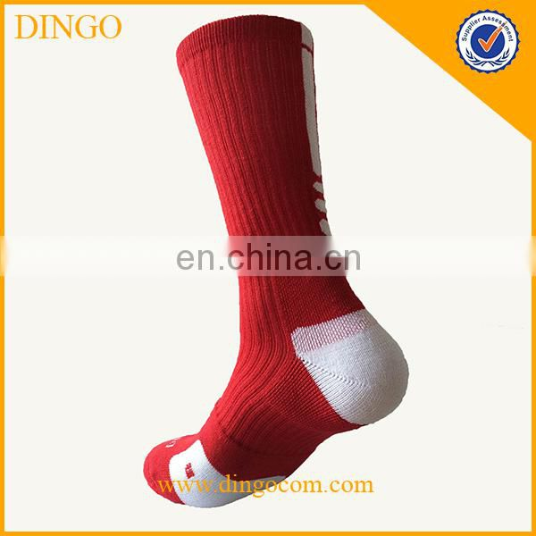 Hot fashion soft cotton strip socks customized college teen boys low cut basketball tube socks