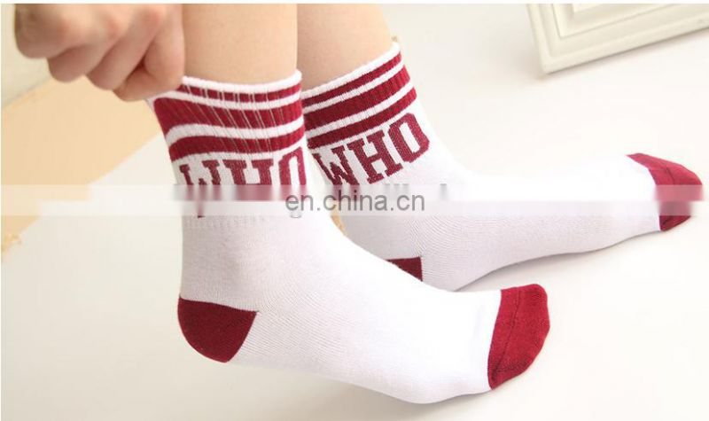 2017 Custom Fashion and high quanlity wellness socks professional Factory