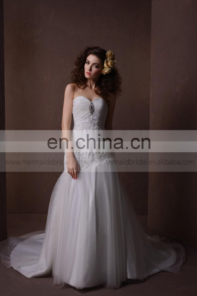 Pretty sweet heart applique lace exquisite pleated & rhinestone wedding dress