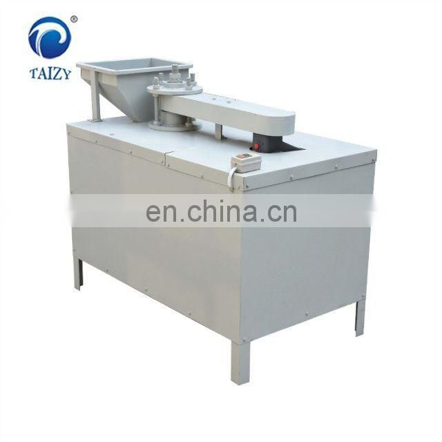 Walnut cracker and sheller breaking machine