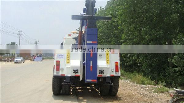 NorthBenz integrated towing and lifting wrecker