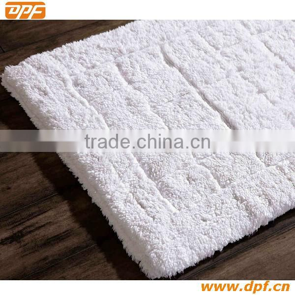 Long-haired squares bath rug