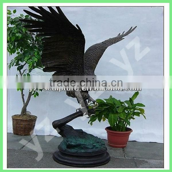 life size bronze flying eagle statue for outdoor decoration