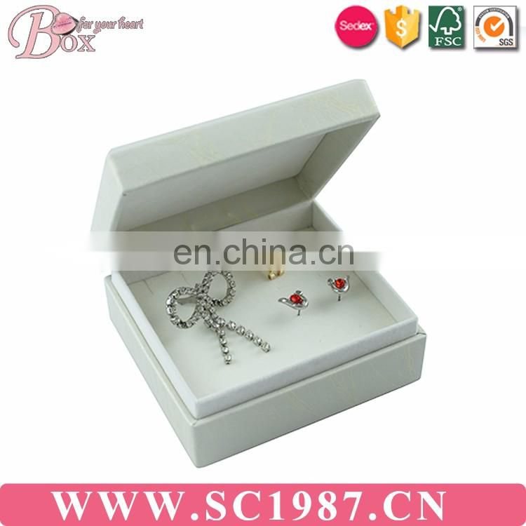 Whole set of square with the necklace white leather jewelry box
