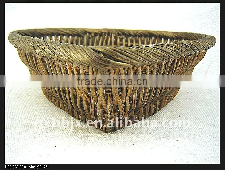 Heart shaped rattan weave storage shallow fruit plate set of two