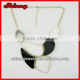 black and whire colored chunky bubblegum necklace