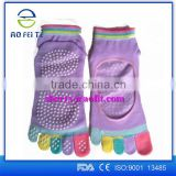 2016 Factory Wholesale New Custom Logo Colorful Anti Slip Pilates Grip Socks Toe Yoga Socks