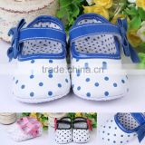 0300Hot sale Girls Toddler Soft Sole Hot Pink dot anti slip Baby Shoes