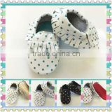 2015 Wholesale baby christmas baby shoes finger toe shoes for wholesaler italian