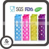 Hot sale Borosilicate glass water bottle fruit infuser/Glass sports bottle with silicon sleeve
