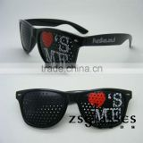 Custom black frame pinhole lenses sunglasses/promotional printed lens pinhole sunglasses/sunglasses with logo lens
