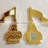 Free sample customized metal Qatar flag fighting badge with gift box