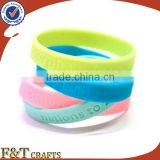novelty style silicone rubber lovers luminous glow silicone bracelet with customize logo