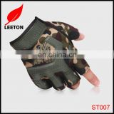 Factory supply fashion CS climbing mountain half finger glove