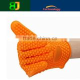 Factory delivery custom silicone rubber gloves/ silicone non slip heat resistant gloves with cheap price