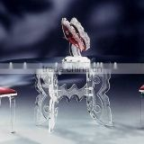 A set of romantic wedding table and chair set acrylic dining room set